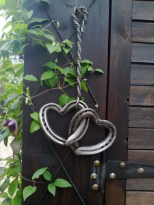 What To Do With Old Horseshoes 1