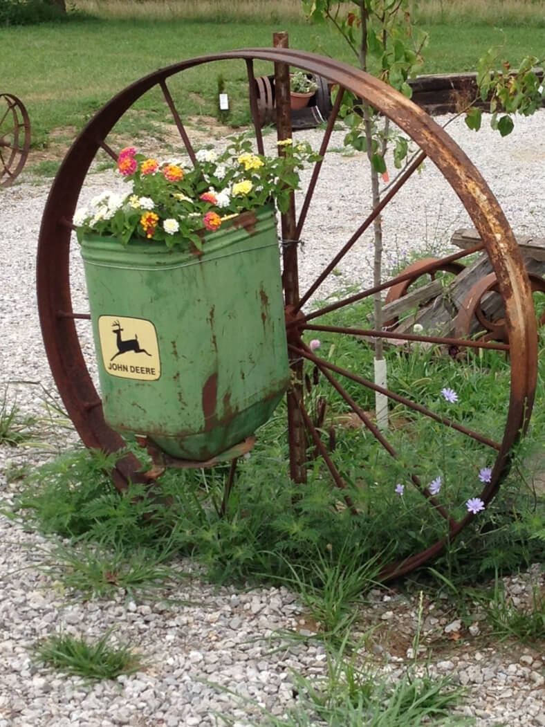 Whattodowithold what to do with old wagon wheels for Outdoor decorative items